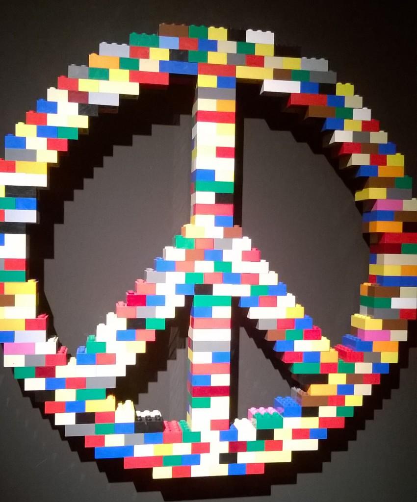 il simbolo della pace a mattoncini